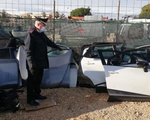 La carrozzeria abusiva scoperta dai Carabinieri ad Aprilia