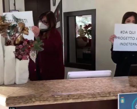 Un frame del video con cui i dipendenti del Park Hotel hanno voluto manifestare solidarietà al management