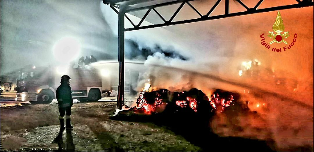 Incendio azienda agricola a Sabaudia