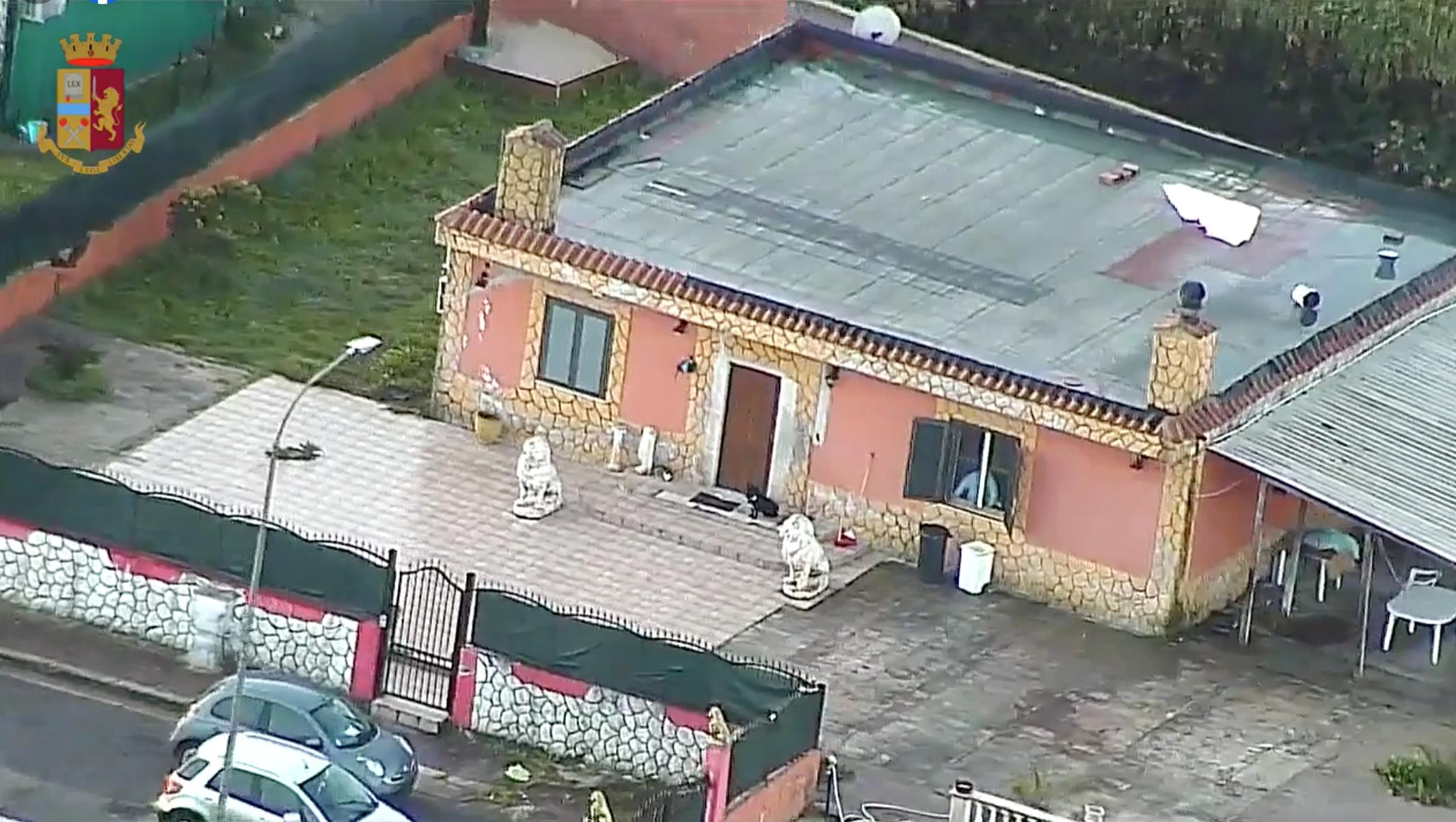 La casa in Via Moncenisio destinataria dell'ordine di demolizione