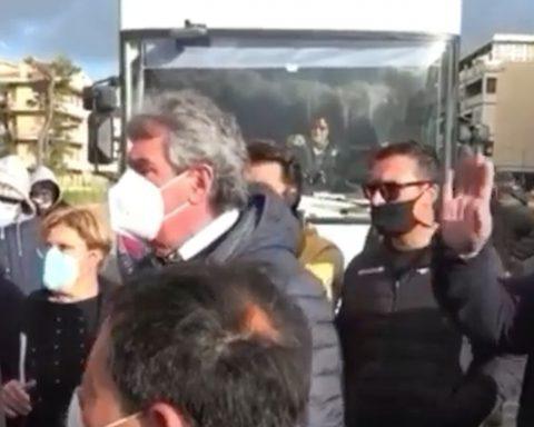 Proteste degli ambulanti a Gaeta - foto da video Aig