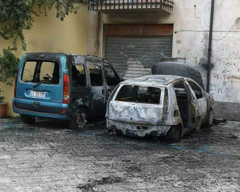 Auto danneggiata in Piazza Felice Chousano a Fondi