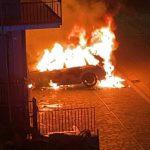 L'auto in Via Madonna delle Grazie andata a fuoco ieri, domenica 2 maggio, intorno alle 23