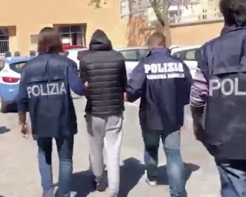 Sezze, l'arresto della Squadra Mobile per tentato omicidio aggravato (immagini Ansa)
