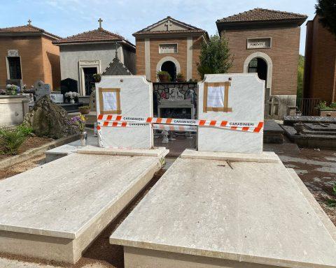 Due tra le tombe sigillate dall'Arma dei Carabinieri dopo l'operazione Omnia 2