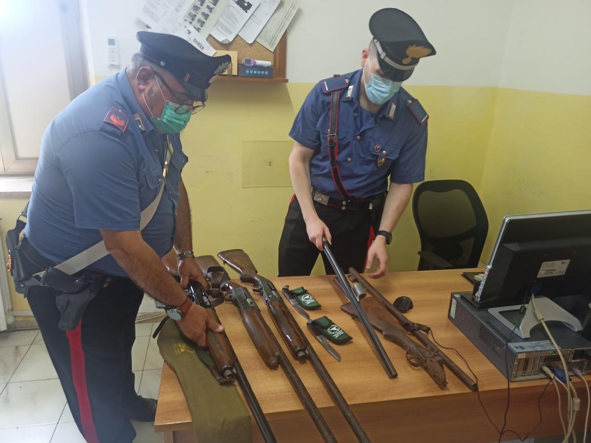 Le armi sottoposte a sequestro stamani 19 luglio 2021