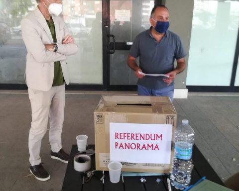 Durante lo scrutinio del referendum dei lavoratori di Panorama. In foto, oltreché al Segretario Uiltucs Gianfranco Cartisano, anche il sindaco di Latina Damiano Coletta