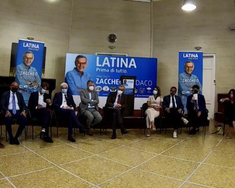 La conferenza stampa dove sono state presentate dalla giornalista Sarina Biraghi le liste a sostegno del candidato Sindaco di Latina Vincenzo Zaccheo