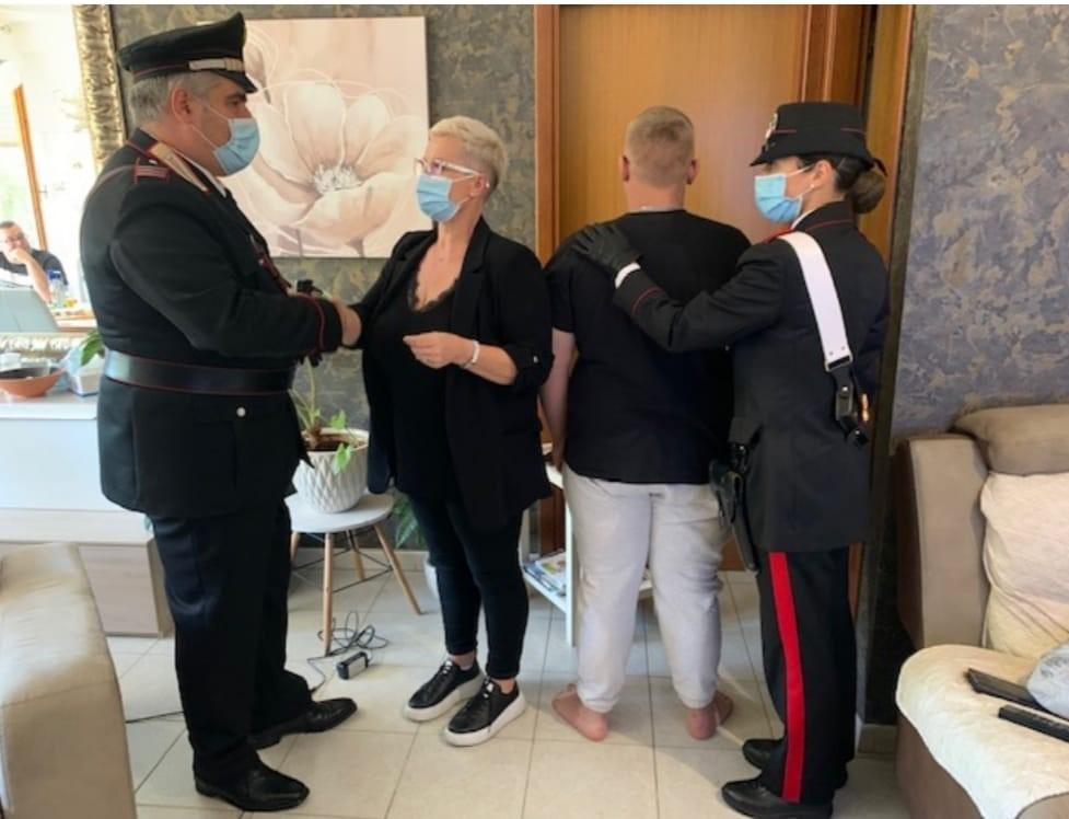 I Carabinieri di Aprilia con la madre del minore ritrovato