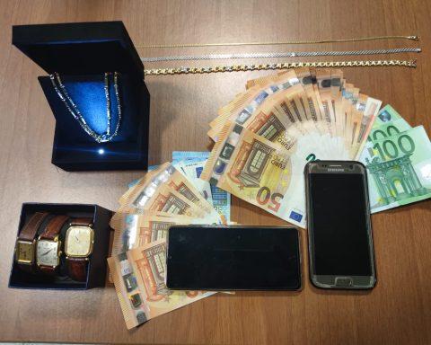Il materiale sequestrato dalla Squadra Mobile di Latina