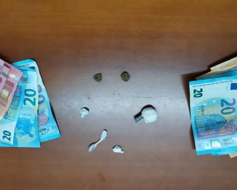 Sostanze stupefacenti e denaro sequestrato